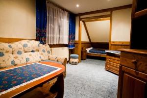 cheap-guest-rooms-1430803-m