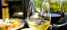 Dejte si s mírou víno nebo burčák. Prospějete své kráse i zdraví.
