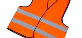 Reflexní vestu by řidiči v autě vozili, i kdyby nebyla povinná